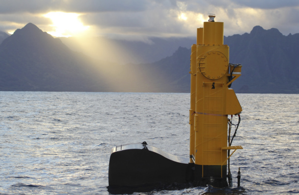 La technologie Azura Wave au large d'Hawaï (Crédit : Northwest Energy Innovations)